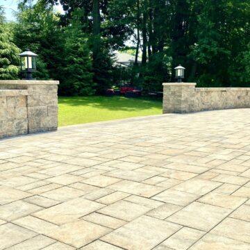 Cambridge Ledgestone Toffee Onyx Paver Patio with Cambridge Sigma Sitting Walls and Columns In Oradell, Bergen County NJ