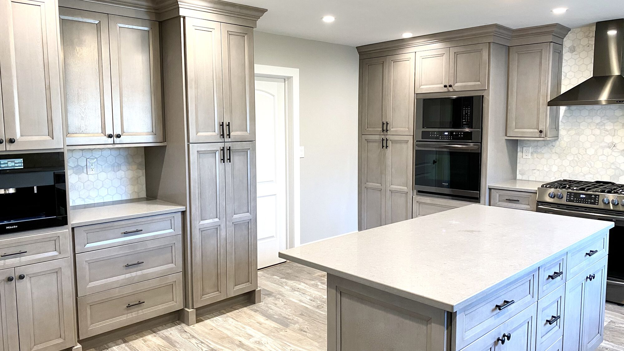 Fabuwood Onyx Horizon Cabinetry in Piscataway, Middlesex County NJ