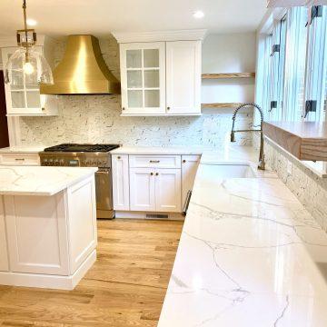 Fabuwood White Shaker Cabinets, Custom Hood, Quartz Tops in West Orange, Essex County NJ